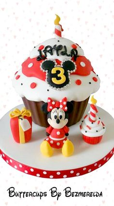 Giant Minnie Mouse Cupcake Cake