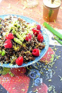 Black Rice Berry Salad via @TheHealthyApple