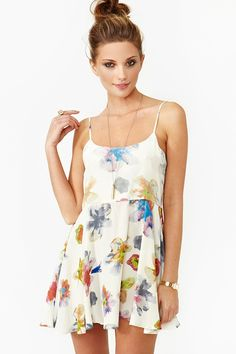Cannes Floral Dress   Love the cut of this dress!
