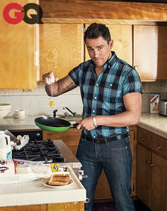 channing tatum 2014, channing tatum gq 2014, chan tatum, breakfast in bed, gq channing tatum, hot guys cooking, men cooking