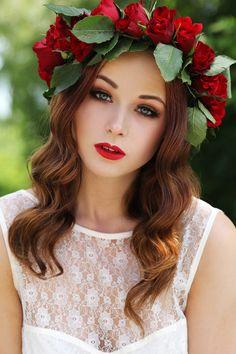 Flower Power Crown Red lipstick & waves elionia.se