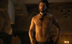 New Daario (Michiel Huisman) takes off his clothes on 'Game of Thrones' #GoT #DaarioNaharis