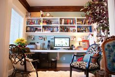 love the built in desk and shelving