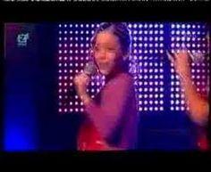 Adem in Adem uit , zie je Amy hier zingen.