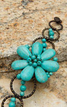 Pannee® Turquoise Stone Flower & Gold Wire Bracelet