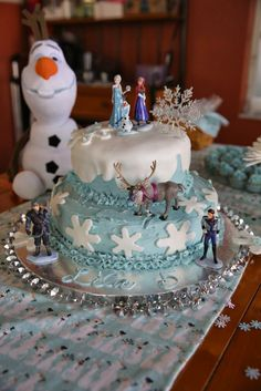How to make this darling Frozen cake! #frozen
