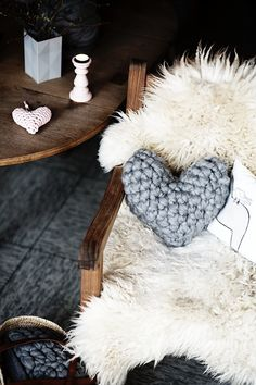 chunky crochet heart pillow tutorial