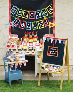 Cute back to school party by 'Amanda's Party To Go' featured on Hostess with the Mostess. Best of all there are free Printables to download from Amanda's facebook page: https://www.facebook.com/amandaspartiestogo/app_206771522697372