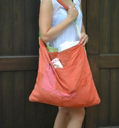 Tote made from vintage tablecloth and linen napkins. (Click for instructions.)