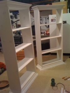 How to build bookcases that resemble built ins for your living room/dining room. Perfect for creating dual use spaces in highly unused formal rooms. - Click image to find more Home Decor Pinterest pins