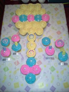 Rattle pull apart baby shower cupcakes