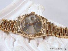 18K Vintage Rolex Day Date President with a light grey dial. Circa 1971