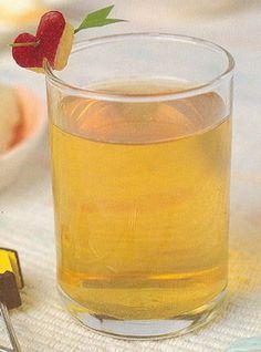 น้ำแอปเปิ้ล  ส่วนผสม  แอปเปิล 2 ผล  วิธีทำ  1. ทำความสะอาดแอปเปิล แล้วปอกเปลือกผึ่งให้สะเด็ดน้ำ  2. นำแอปเปิลมาครูดบนที่ครูด ครูดให้ถึงแกน หรือ หั่นแอปเปิลเป็นชิ้นๆ แล้วนำไปปั่นในเครื่องปั่น  3. กรองแอปเปิลด้วยผ้าขาวบางหรือกระชอนตาถี่ๆข้อเสนอแนะ ควรใช้แอปเปิลงอม เนื้อแอปเปิลจะได้นิ่