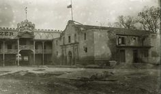 Here´s a pic of the Alamo shot some time between 1877 and 1912. Texas