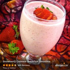 """Strawberry Oatmeal Breakfast Smoothie 