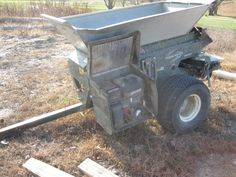Turfco 1530 Wide Spin Topdresser with a blown engine- Make an Offer