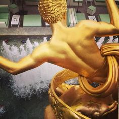 A #NYC icon: the Greek Titan Prometheus brings fire to humankind at 30 Rockefeller Center #metallic