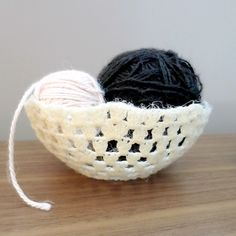 Turn simple crocheted circles into decorative and useful bowls.