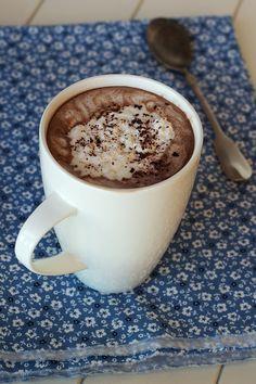 Chocolate quente com café e chantili