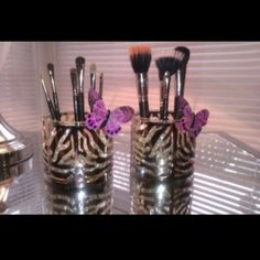 D.I.Y: Bath and Body Works Candle Sleeve Holder now a makeup brush holder..Cute!! <3