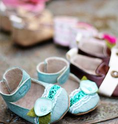 This is for a pattern to make boys' & girls' baby shoes. The site says that minimal sewing skills are necessary.