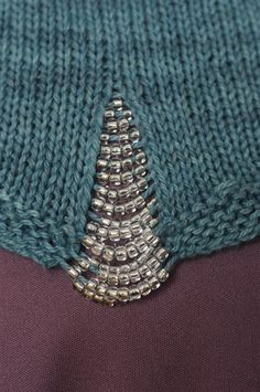 .Such a classy idea with beads sewing details, knit sweaters, bead detail, tee shirts, seed beads, knit details, knit tops, love knitting, tank