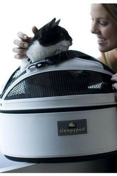 More than just a bed, this Sleepypod Mobile Pet Bed Carrier is your pet's personal space, designed to fit his or her individual needs.