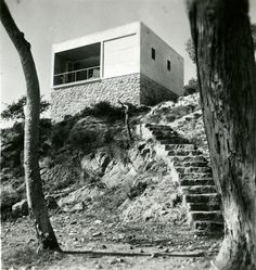 Summer house by architects Josep Lluís Sert and Josep Torres Clavé. Photo by Margaret Michaelis, Barcelona, 1935.