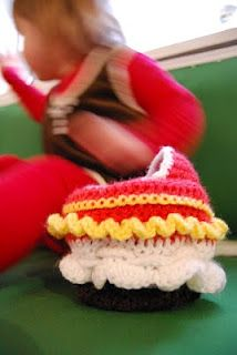 a cupcake purse that turns into a cradle
