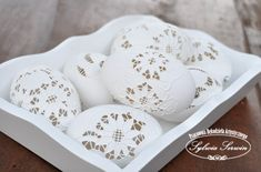 Must make these! Gorgeous carved eggs