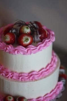 Strawberry cake. Vanilla Bean Swiss meringue buttercream.