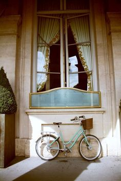 turquoise in Paris...and a bike...