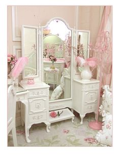 Vanity table - French