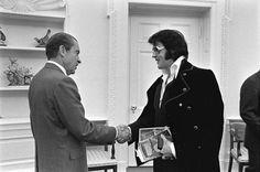 Elvis (on the right) meets Nixon (1970)