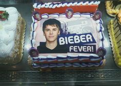 I can't be sure, but I think this is supposed to be a patriotic Bieber cake.