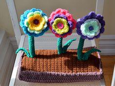 Ravelry: Spring Garden pattern by Patricia Castillo. ☀CQ #crochet #crochetflowers  http://www.pinterest.com/CoronaQueen/crochet-leaves-and-flowers-corona/