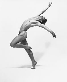 Tell me the body isn't art?  Thanks to Robert Braden for this extraordinary capture of Rudolf Nureyev.  -- Eve.