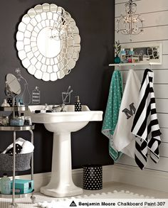 bathroom-great mix of patterns and colors