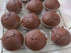 Mafini sa cokoladom http://www.receptizakolace.rs/kolaci-recepti/mafini-recepti/196-mafini-sa-cokoladom