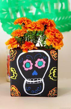 DIY chalkboard vase for Dia de los Muertos #LowesCreator #DayoftheDead
