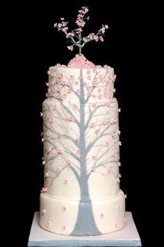 ► Pastel de color champán con diseño de árbol. #pasteles #bodas