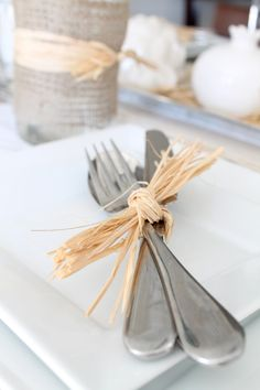 Utensils tied up with raffia. Great for place setting at the Thanksgiving table. And very easy to make