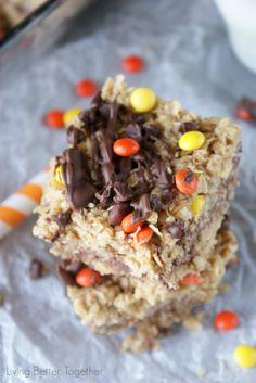 Dark Chocolate & Peanut Butter No Bake Bars | www.livingbettertogether.com
