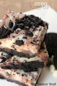 six Sisters Oreo Fudge Bars Recipe is fudgy and so good! A chocolate lovers dream!