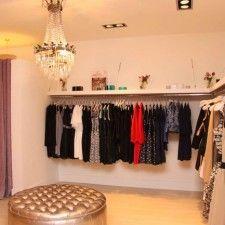 Dulce primavera on pinterest boutique interior window for Ideas para decorar un local de ropa interior