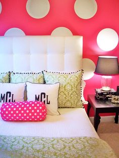 Great teen bedroom. Love the polka dot walls and bedding. Polka Dots, Teen Rooms, Bedrooms Design, Little Girls Rooms, Polka Dot Walls, Teen Girls Bedrooms, Monograms, Pillows, Girl Rooms
