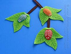 Plastic Spoon Craft: Bugs on a Branch by Amanda Formaro of Crafts by Amanda