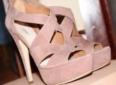 pink high-heeled shoes in summer