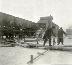 Cutting ice on Sunset Lake, Vicksburg, Michigan - ca. 1910. Vicksburg Historical Society collection. Vicksburghistory.org