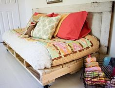 A half size day bed made from multiple pallets; this would be cool on my balcony!